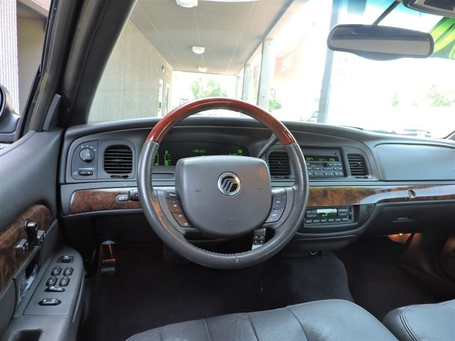 pre owned 2005 mercury grand marquis lse vc1402. Black Bedroom Furniture Sets. Home Design Ideas