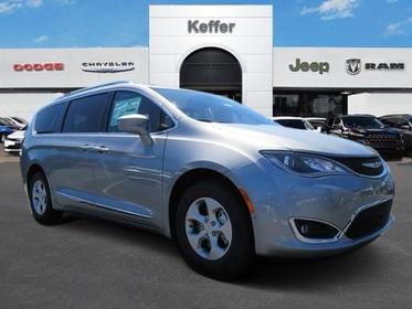 2017 Chrysler Pacifica TOURING-L PLUS Mini-van, Passenger Charlotte NC